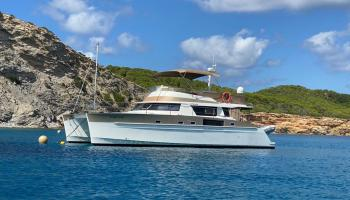 Fountaine Pajot Cumberland 44 Quatour - New Volvo D6 engines /low / solar panels / aircon /generator